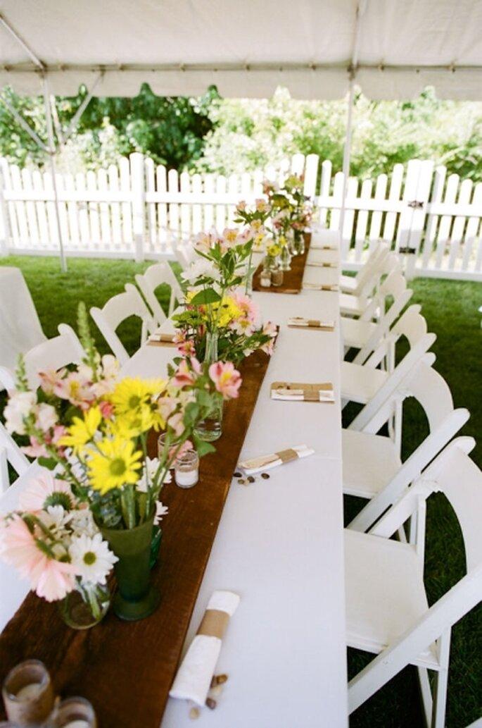 Schon bei der Hochzeitslocation spart man Geld. Wie wäre es also mit einer Gartenparty? – Foto: Stylemeprett