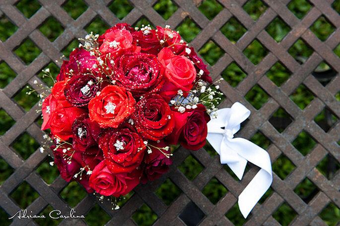 Accesorios para novias en rojo. Foto de Adriana Carolina.