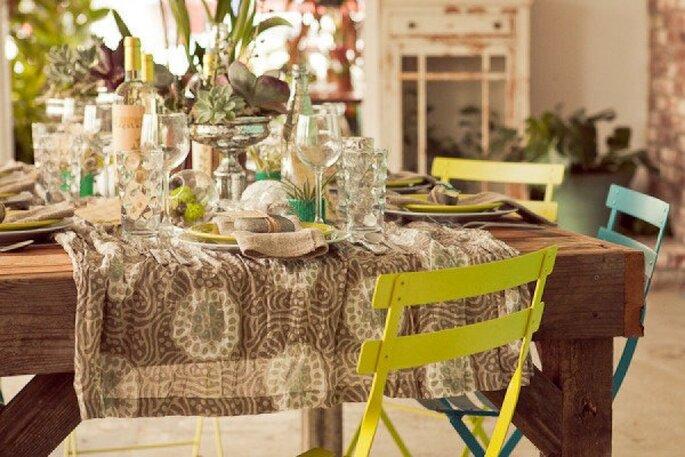 Las texturas de madera y los acentos en verde reflejarán el estilo ecofriendly en tu boda - Foto Carlie Statsky Photography