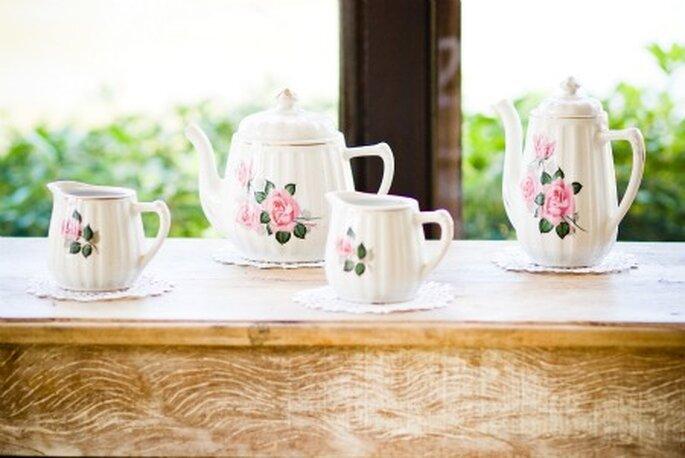 Porcelana rústica y delicada decoración.  Foto: Moniky Alves.