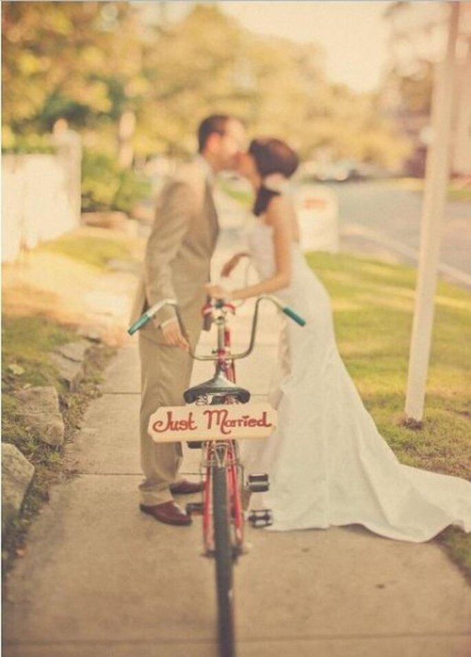 Besos románticos de boda. Foto: Sweet Little Photographs