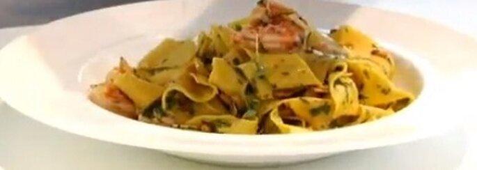 Fettuccine con gamberetti siciliani cucinati da Gordon Ramsey. Foto: youtube.com