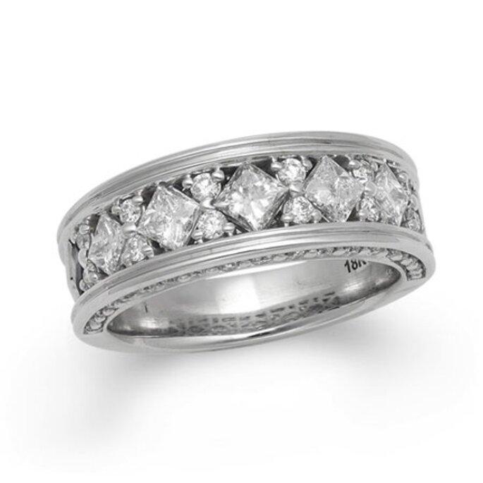 "Argolla de matrimonio incrustada de diamantes corte ""princesa"" - Foto Vera Wang LOVE"