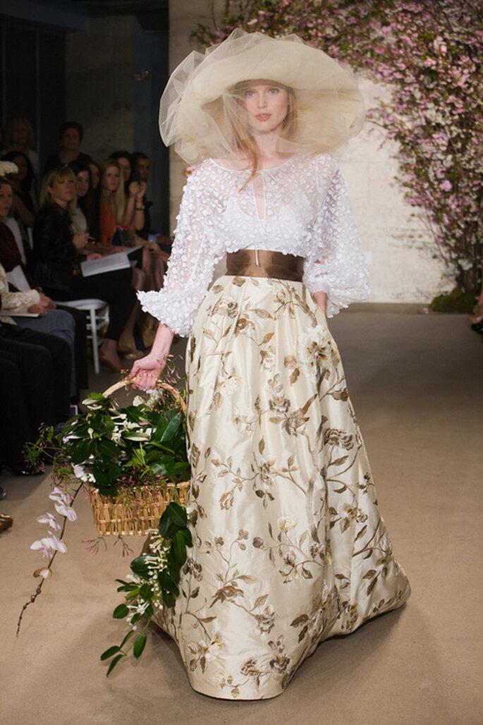 Vestido de novia en organza de seda estampada, estilo de campo. Oscar De La Renta