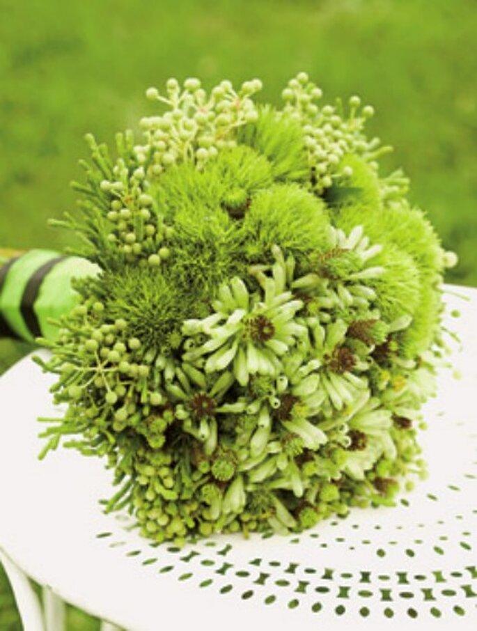 Ramo de novia con flores verdes