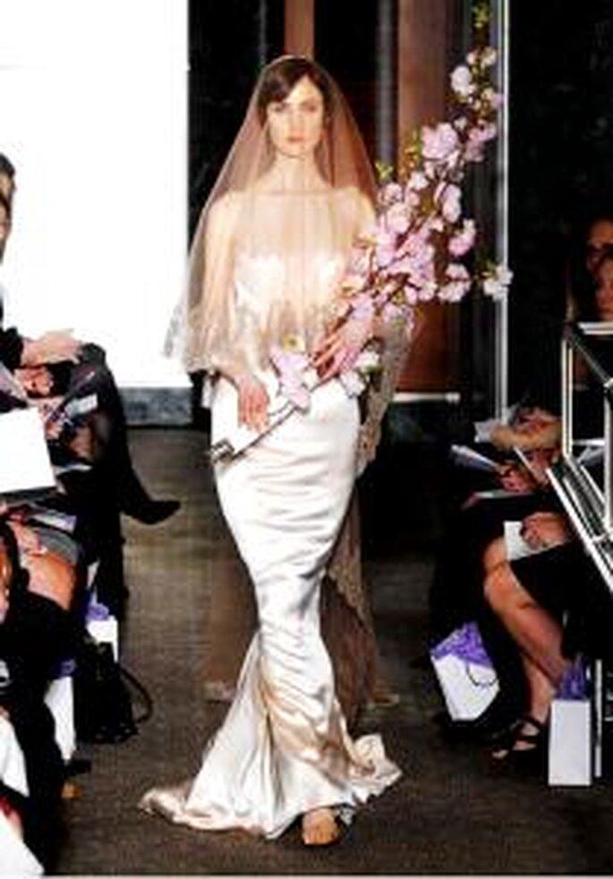 Carolina Herrera 2010 - Vestido largo en satén coralino crepé, corte sirena