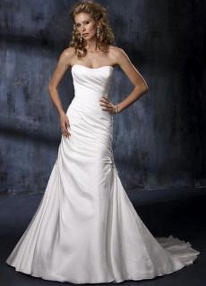 Maggie Sottero 2010 - Adele, vestido largo en museline, de corte princesa, con cristales Swarovski
