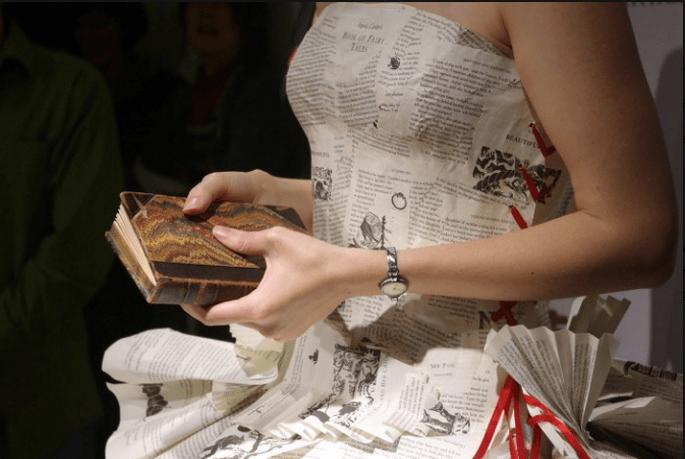 """Detalle del """"vestido de palabras"""" de Jennifer Pritchard Couchman. Foto: www.jenniferpritchardbridal.wordpress"""