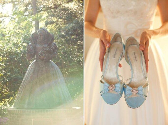 Azul polveado en tus zapatos de novia - Foto Andi Grant Photography