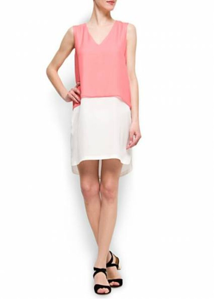Vestido corto en blanco y rosa de Mango. Foto: www.mango.com