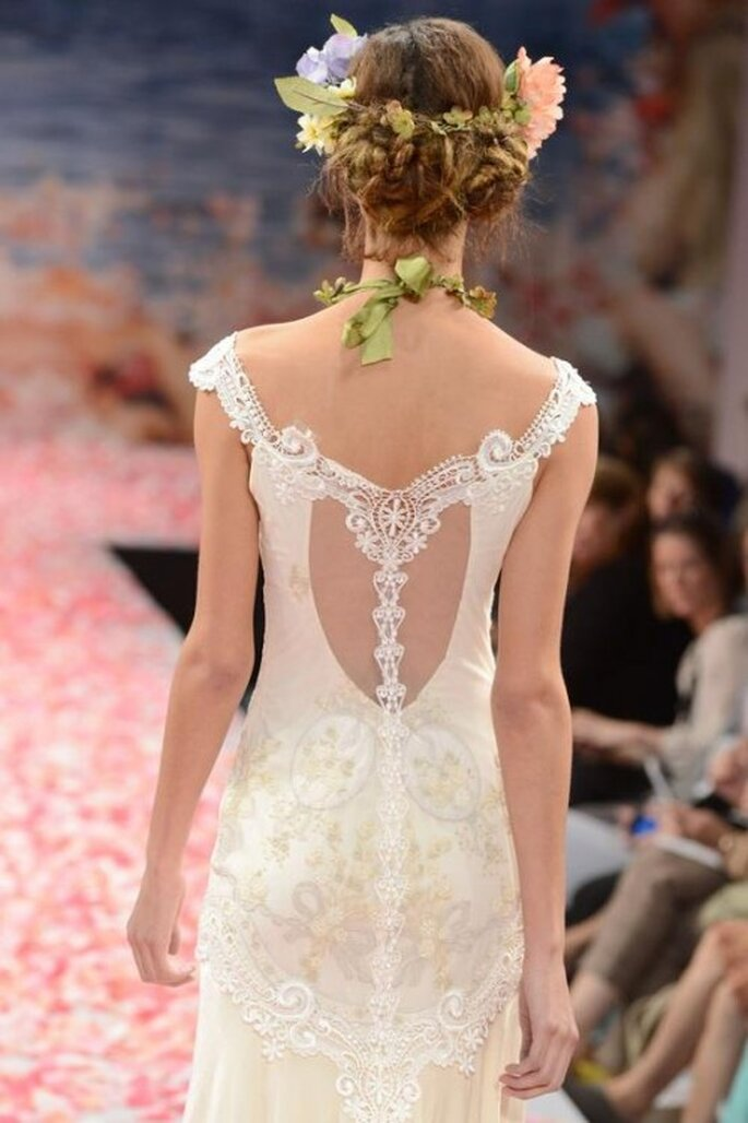 Vestido de novia con escote en la espalda en forma V - Foto Claire Pettibone