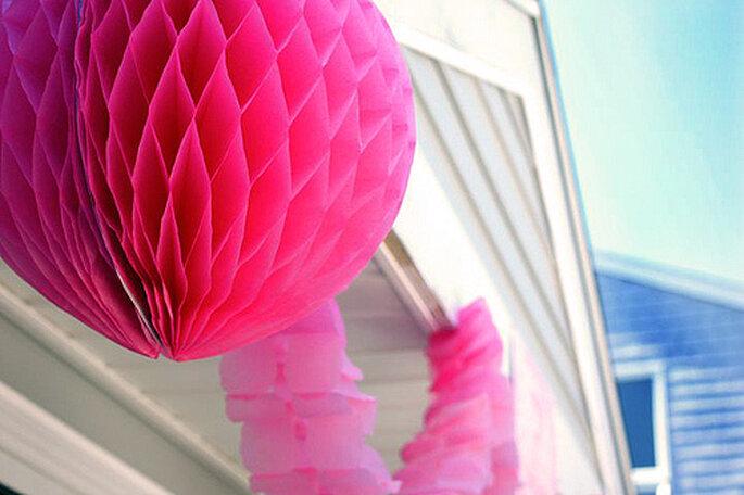 E naturalmente: decorazioni di carta e stelle filanti rosa! - Foto: Amie Fedora