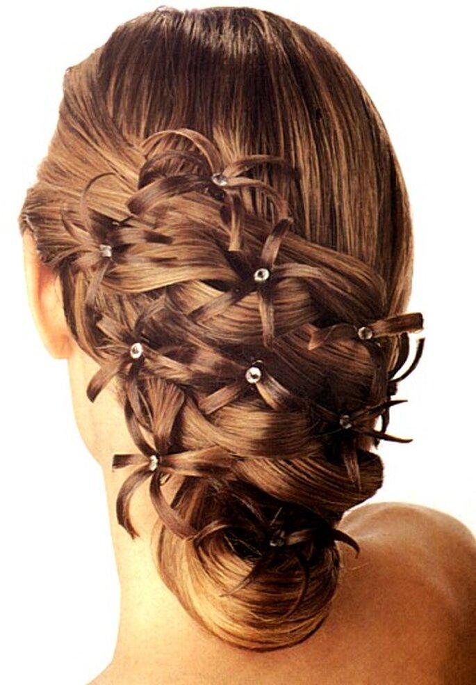Un peinado semirecogido con incrustaciones de brillantes
