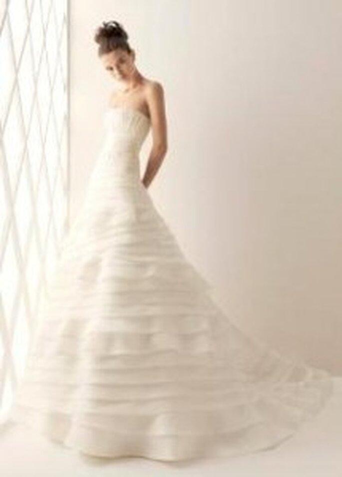 Balboa. Vestido de corte princesa y con una hermosa cascada de líneas horizontales