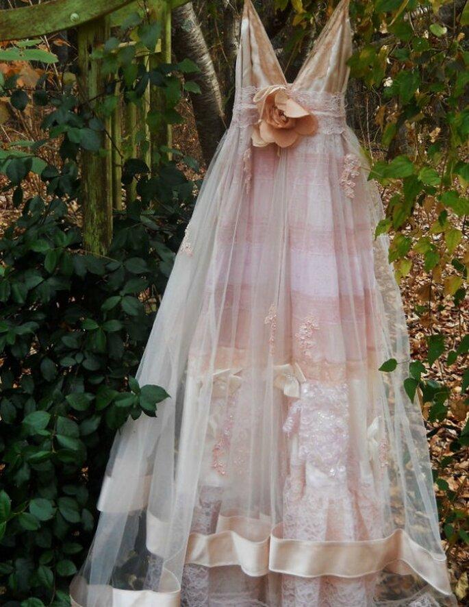 Vestido artesanal para novias bohemias. Foto: vintageopulence vía Etsy