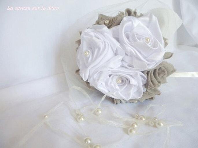 Bouquet de mariée en tissu blanc, lin et crème