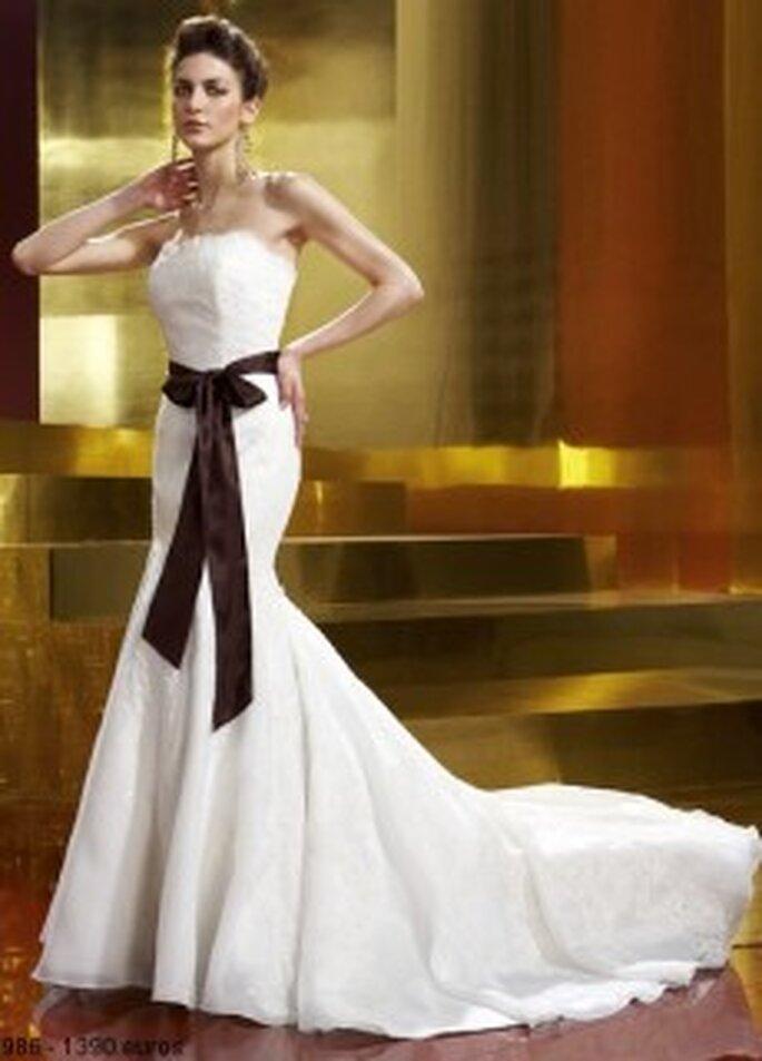 Mercanovia - Vestido largo de corte sirena, en seda bordada, escote palabra de honor, lazo negro