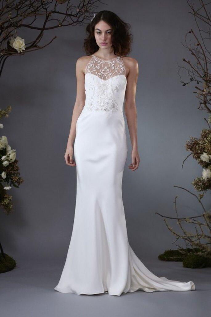 Vestido de novia sin mangas con cuello ilusión y cauda larga - Foto Elizabeth Fillmore