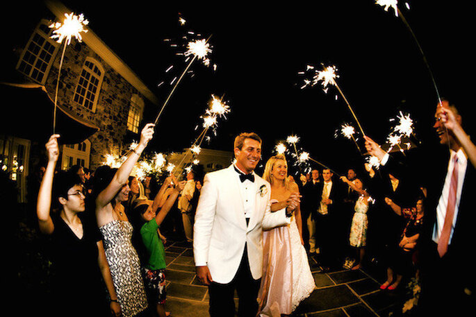 Luces de bengala en tu boda - Foto Jennifer Hughes