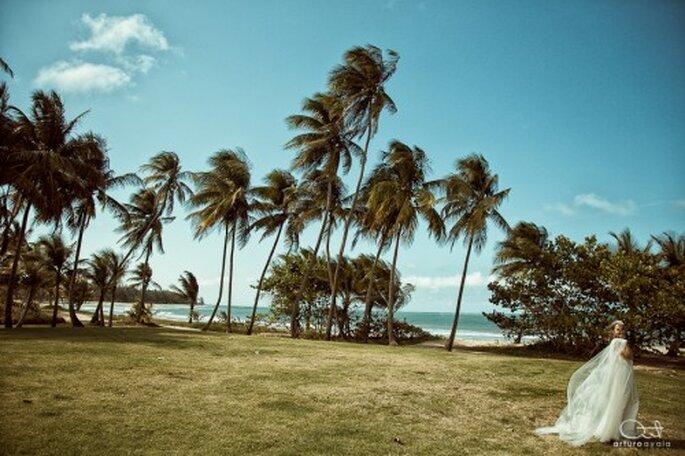 Tips para tener una sesión de fotos de boda en la playa - Foto Arturo Ayala