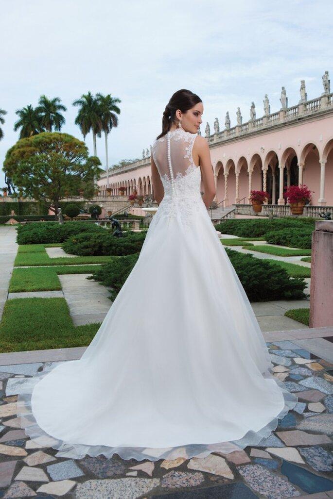 Rückenfreies Brautkleid mit Spitzen- und Musterdetails in der Kollektion 2015 von Sweetheart