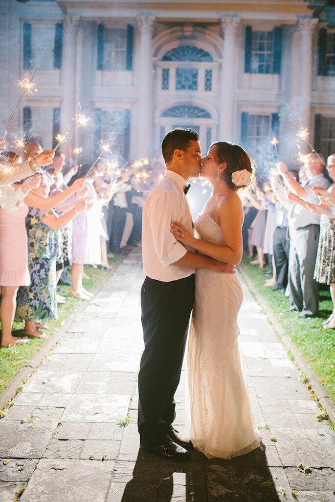 Luces de bengala en tu boda - Foto Rebecca Arthurs