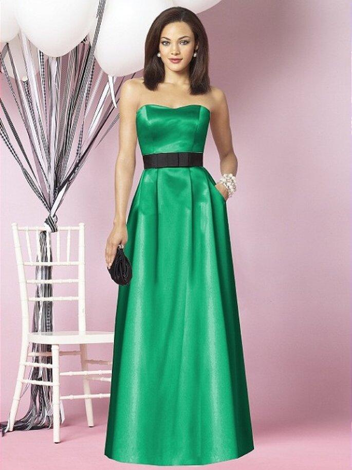 Vestido de fiesta en color verde esmeralda con fajín negro para dama - Foto Dessy
