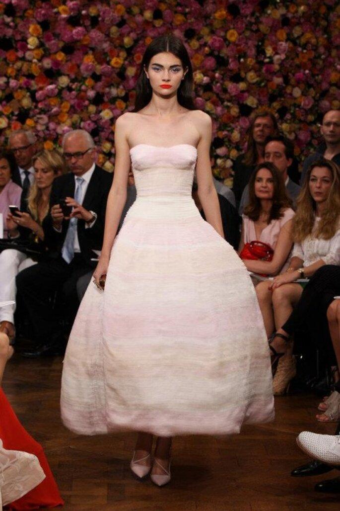 Brautkleider in Rosé: Romantik kombiniert mit einem Hauch Nostalgie – Foto: Dior via facebook