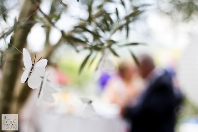 Mariposas de papel para boda. Foto de The Love Studio.