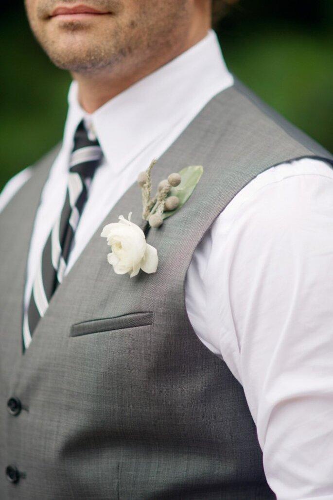 Un lindo boutonniere con estilo clásico y tradicional - Foto Kelly Sweet Photography