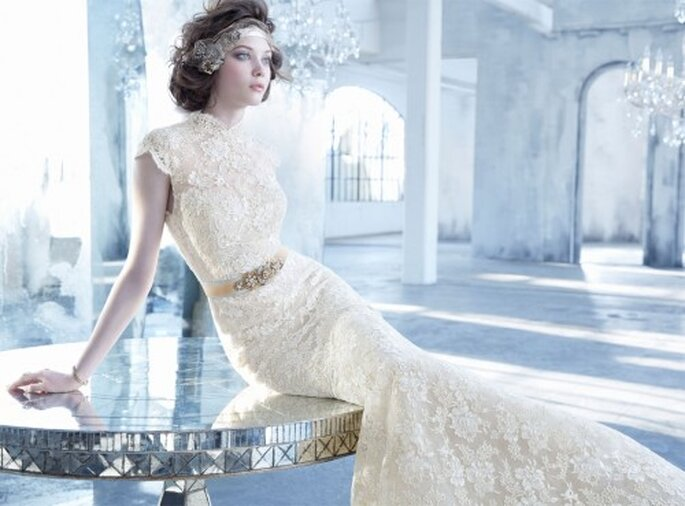 Vestido de novia 2013 en color nude con cuello cerrado estilo oriental y cinturón de pedrería como detalle - Foto Lazaro en JLM Couture