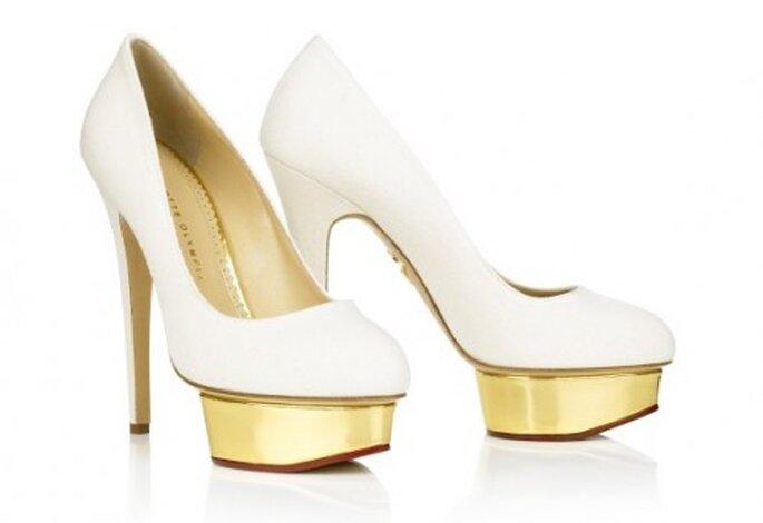 Zapatos de novia blancos con plataforma  - Foto Charlotte Olympia
