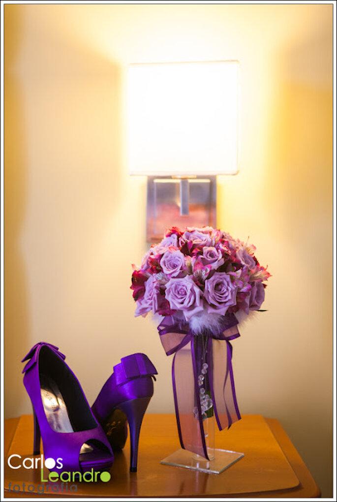 Ramo de novia en color morado. Fotografía Carlos Leandro