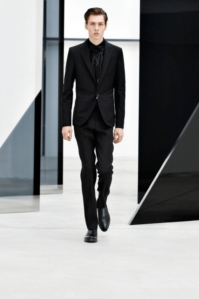 Traje para novio 2014 en color negro con corte fit - Foto Balenciaga