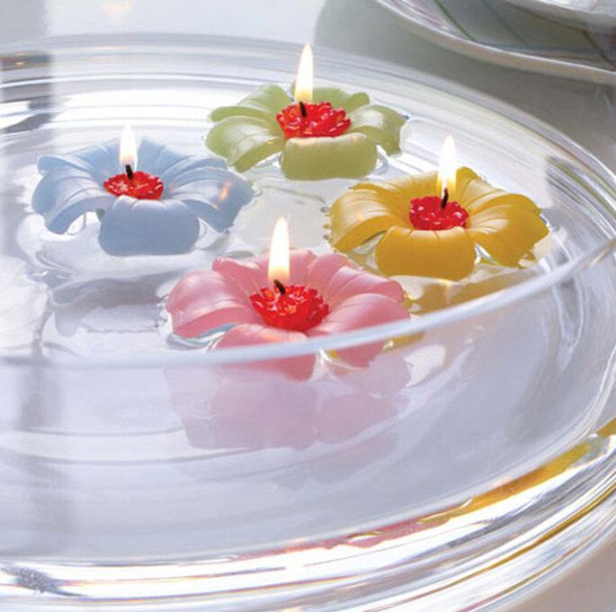 ¡Nos encantan las velas flotantes! Foto: www.weddingdepotonline.com