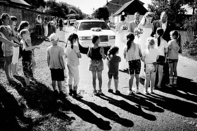 Ein unvergessliches Highlight bei der Hochzeit ist der Auftritt des Brautpaares in der Limousine – Foto: www.wojciechmarzec.com