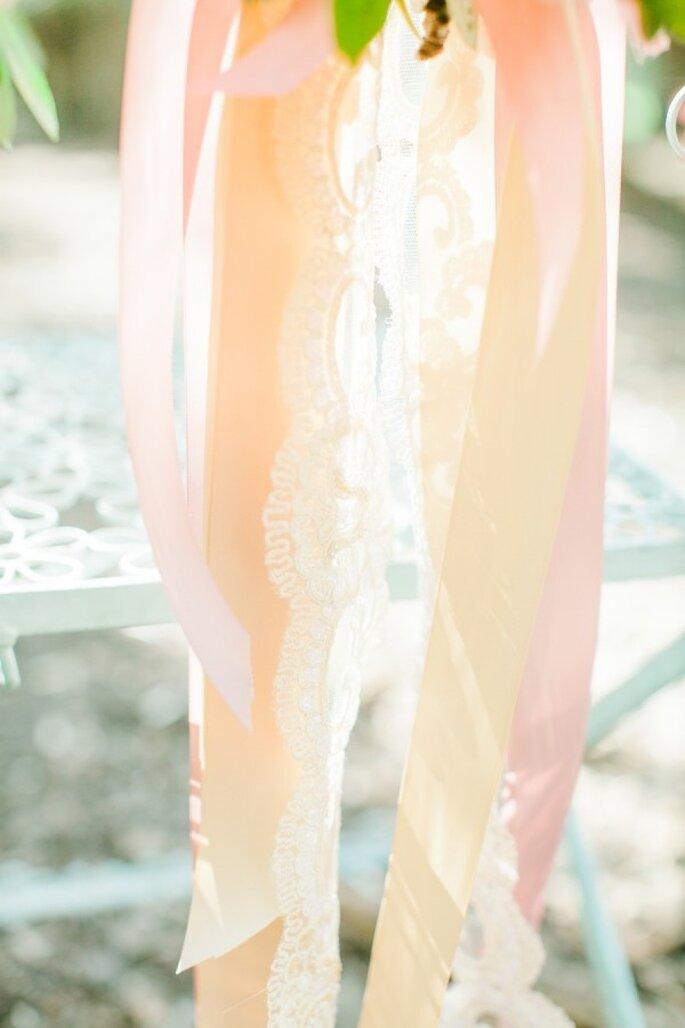 Dekorative Bänder in rosa für Ihre Hochzeitsdekoration - Foto Avec L'Amour Photography