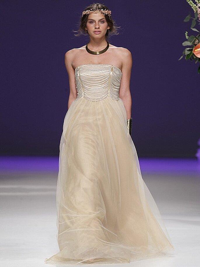 Brautkleider in creme und champagner Farben  Foto Ugo Camera