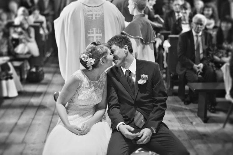 Para Młoda w Kościele podczas ceremonii ślubnej