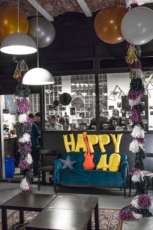 Geronimo Balloons, + Letter Cushions Pillows by shöckinwindöws.com #HappyBirthday #happy40 #cumple #feliz40 #cumpleañosfeliz #deco #evento #party #handmade