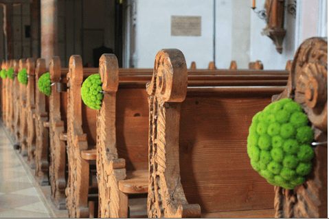 Beispiel: Kirchendekoration, Foto: Aschwin Blumen und Dekoration.