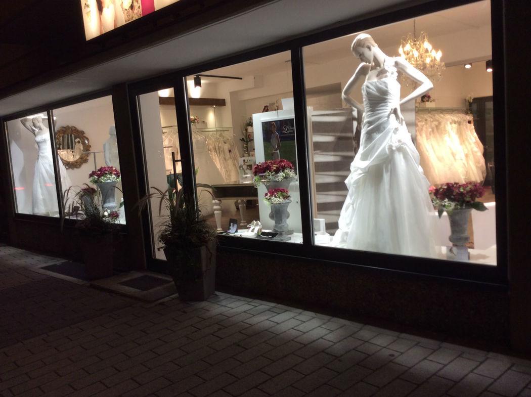 Große Auswahl an Brautkleidern  Foto: Alexa Brautmoden
