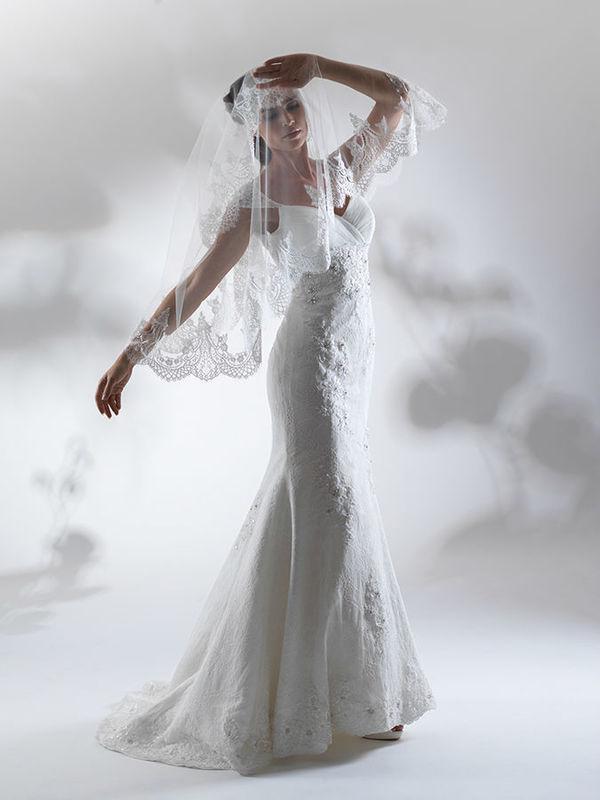 Beispiel: Hochzeitskleid mit Accessoires, Foto: Steinecker.