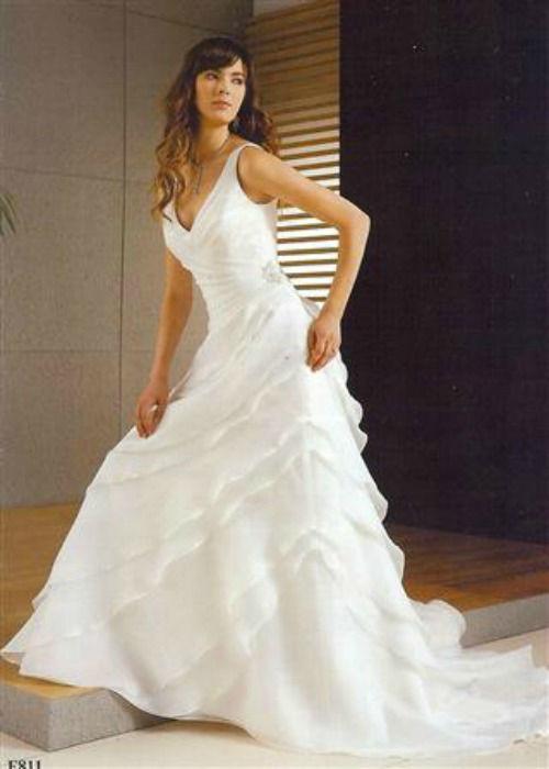 Beispiel: Brautkleid: Jasmine, Foto: Daniela´s Weddingfashion.