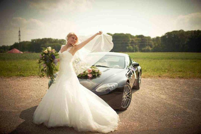Beispiel: Abgestimmtes Hochzeitsoutfit, Foto: Brautatelier Tara.