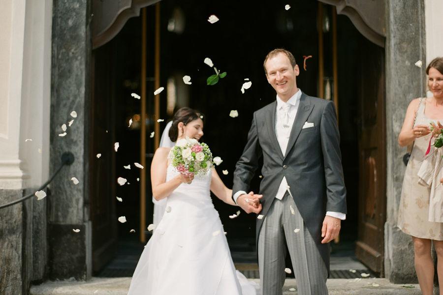 Foto: ein glückliches Brautpaar