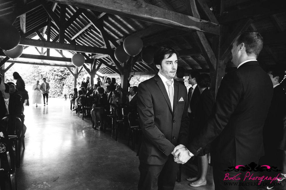 A deux mains tenant, organisateur de mariages, spécialisé dans la cérémonie laïque depuis 2005.  Cette cérémonie est orchestrée par A deux mains tenant, mais l'organisation du mariage ainsi que la décoration est l'oeuvre de Scarlett-Event Mariage www.scarltt-event.com