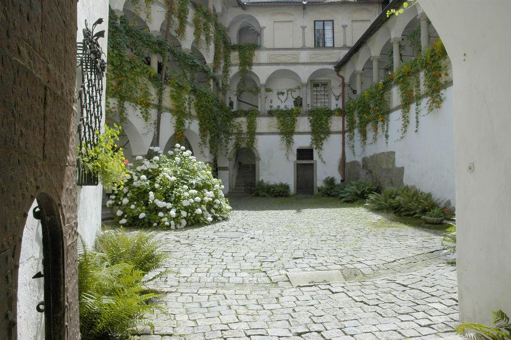 Beispiel: Innenhof, Foto: Burg Clam.