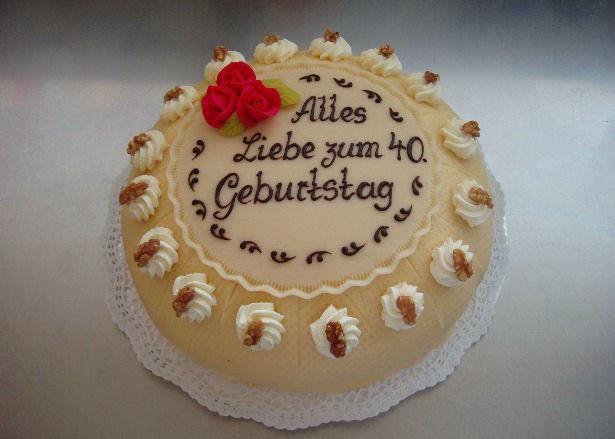 Beispiel: Geburtstagstorte, Foto: Café am Augustinum.