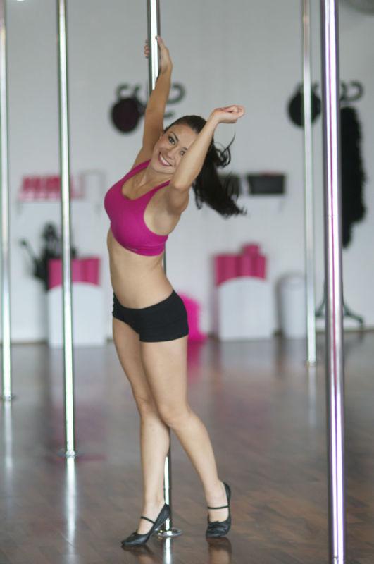 ¡Además de aprender Pole Dance te vas a divertir cómo nunca!